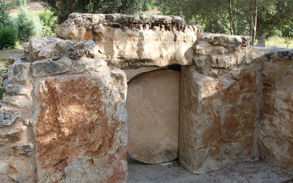 A rolling stone forms the door to a tomb in Givat Yeshayahu's archaeological garden. (Shmuel Bar-Am)