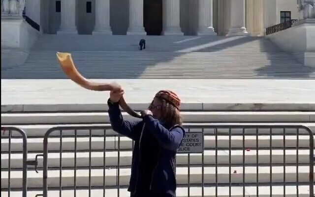 Micah Blay, 11, blows the shofar in front of the US Supreme Court for Ruth Bader Ginsburg (Screen capture/Twitter)