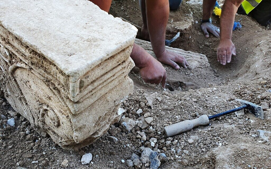 Image from an archaeological dig at Armon HaNatziv that yields remnants of an ancient mansion (Yoli Schwarts, Israel Antiquities Authority)