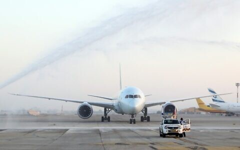 Etihad Airlines plane lands at Ben Gurion Airport, October 19, 2020 (Sivan Farag)