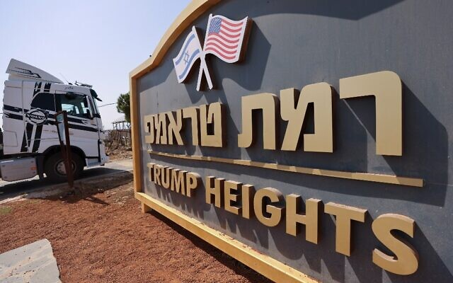 A construction truck enters Trump Heights on September 21, 2020 (Emmanuel DUNAND / AFP)