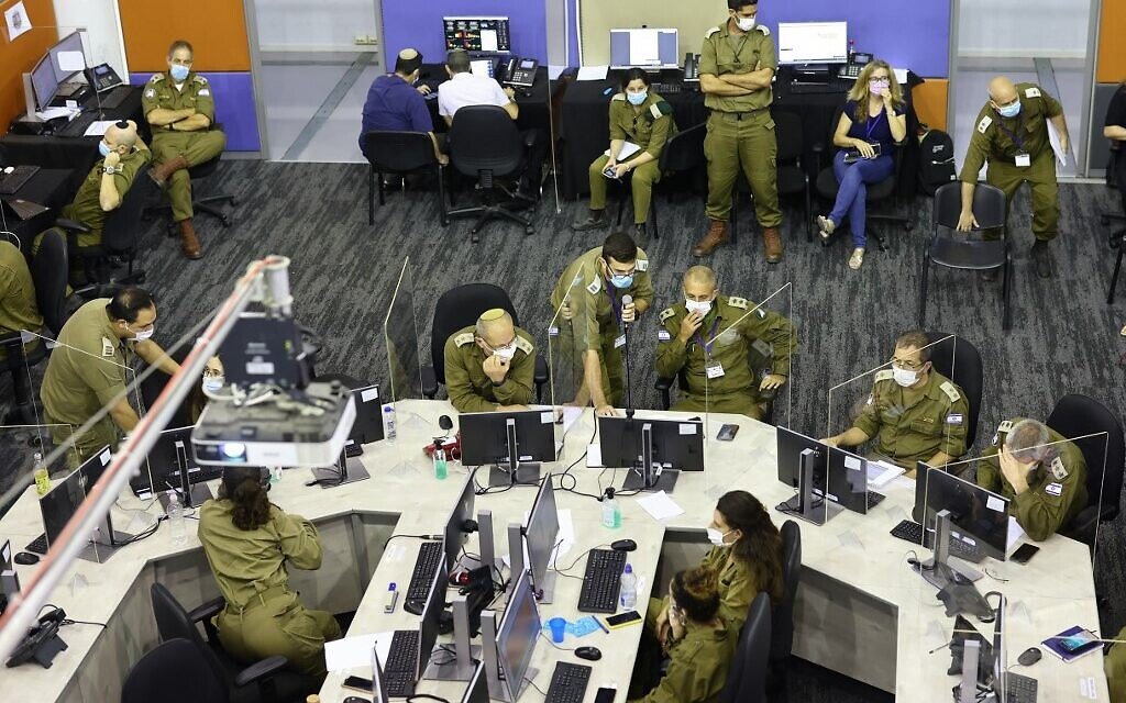 Members of the Israeli COVID-19 task force, part of the IDF Home Front Command, attend a meeting at the task force crisis headquarters in Ramla on September 30, 2020. (Emmanuel DUNAND / AFP)