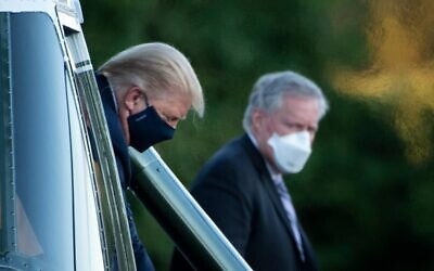 White House Chief of Staff Mark Meadows (R) watches as US President Donald Trump walks off Marine One while arriving at Walter Reed Medical Center in Bethesda, Maryland, on October 2, 2020 (Brendan Smialowski / AFP)