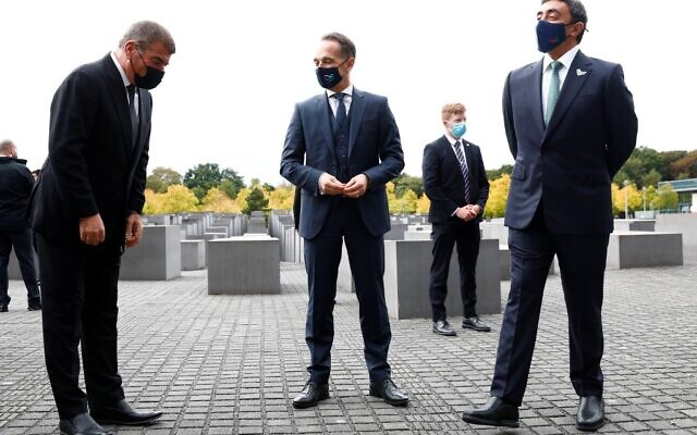 Israeli Foreign Minister Gabi Ashkenazi, left, German Foreign Minister Heiko Maas, center, and UAE Foreign Minister Sheikh Abdullah bin Zayed al-Nahyan pose as they visit the Holocaust memorial prior to their historic meeting in Berlin, on October 6, 2020. (MICHELE TANTUSSI / POOL / AFP)