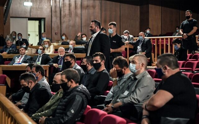 Independent European parliamentarian Yiannis Lagos (C), who defected from the Golden Dawn party in 2019, stands in a courtroom in Athens on October 12, 2020. (LOUISA GOULIAMAKI/AFP)