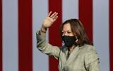 Democratic vice presidential nominee Kamala Harris waves to supporters at a voter mobilization drive-in event in Las Vegas, October 02, 2020 (Ronda Churchill / AFP)