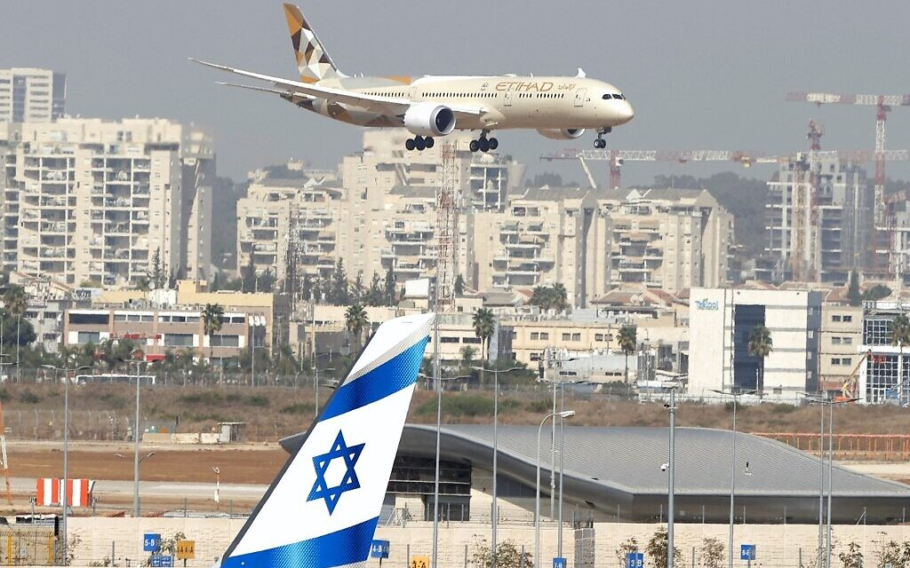 An Etihad Airways plane carrying a delegation from the United Arab Emirates on a first official visit, lands at Israel's Ben Gurion Airport near Tel Aviv, on October 20, 2020. (JACK GUEZ / AFP)