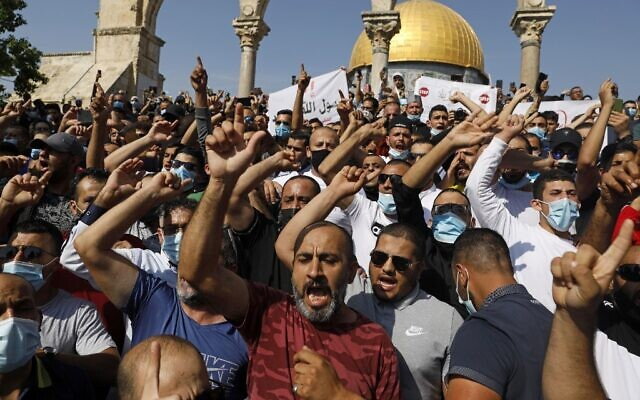 Palestinians gesture during a protest against comments by French President Emmanuel Macron defending cartoons of the Prophet Muhammad, at the TEmple Mount in the Old City of Jerusalem, on October 30, 2020. (Ahmad GHARABLI / AFP)