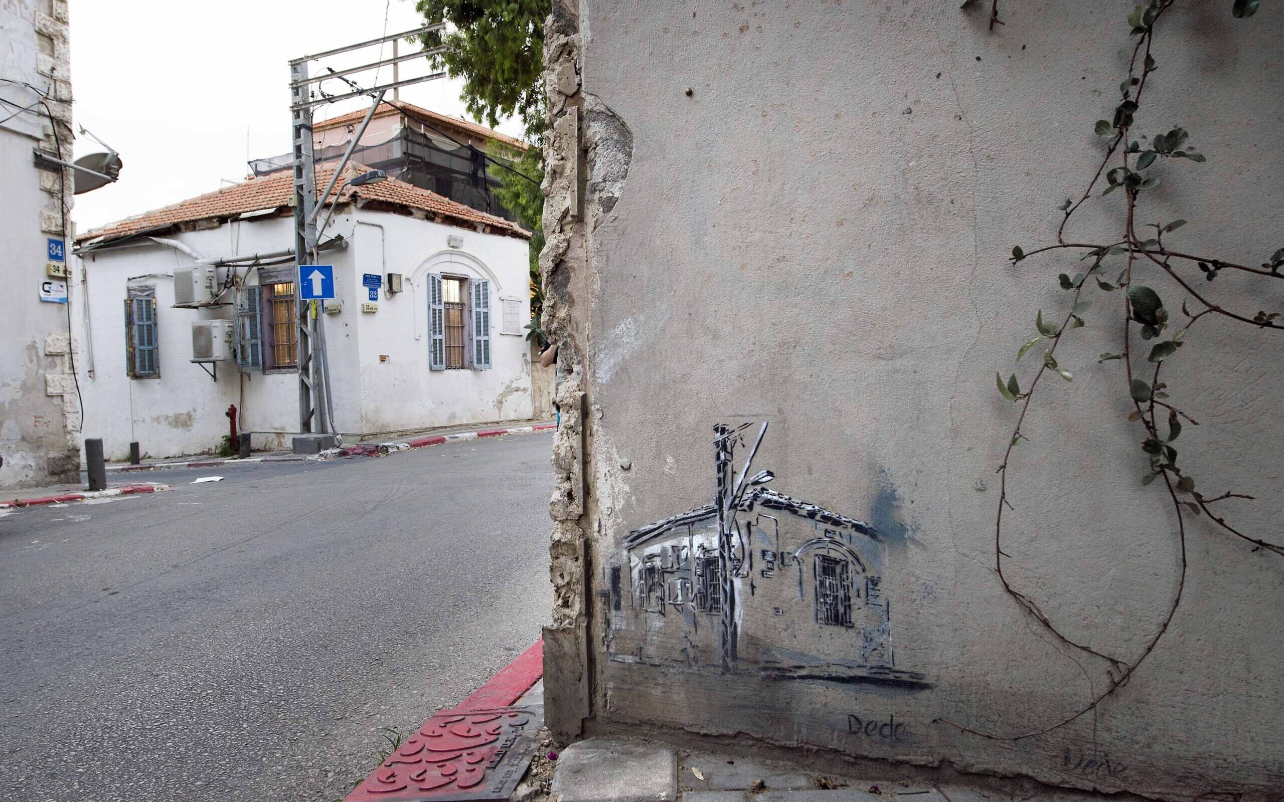 Street art in Tel Aviv by Dede. (Lord K2)