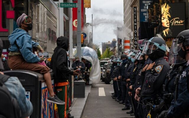 Officers create a physical barrier to keep Trump supporters and Trump protesters separated at a march and rally for President Donald Trump at Times Square on October 25, 2020 in New York City. (David Dee Delgado/Getty Images/AFP)