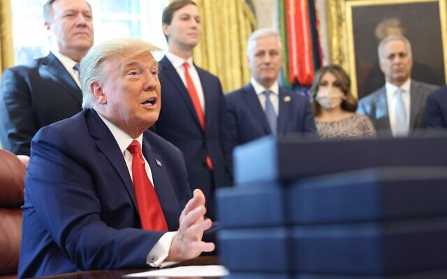 President Donald Trump speaks about a Sudan-Israel peace agreement, in the Oval Office on October 23, 2020 in Washington, DC. Jared Kushner is behind him (Win McNamee/Getty Images/AFP