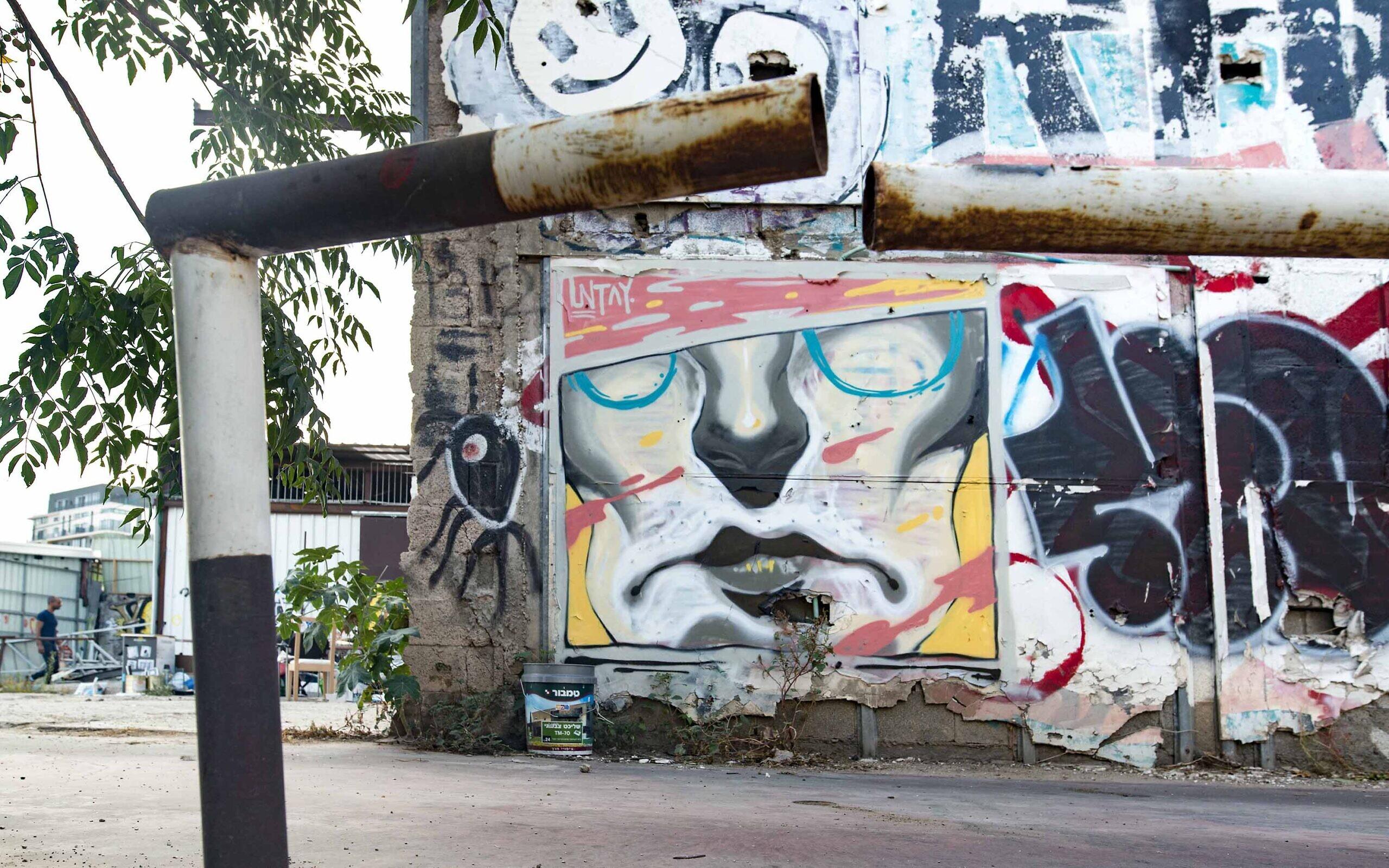 Street art in Tel Aviv by Untay. (Lord K2)