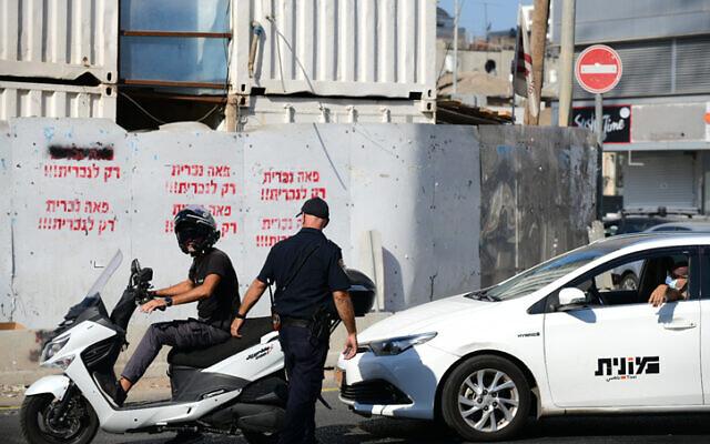 Illustrative: A police officer in Bnei Brak on October 18, 2020.  (Tomer Neuberg/Flash90)