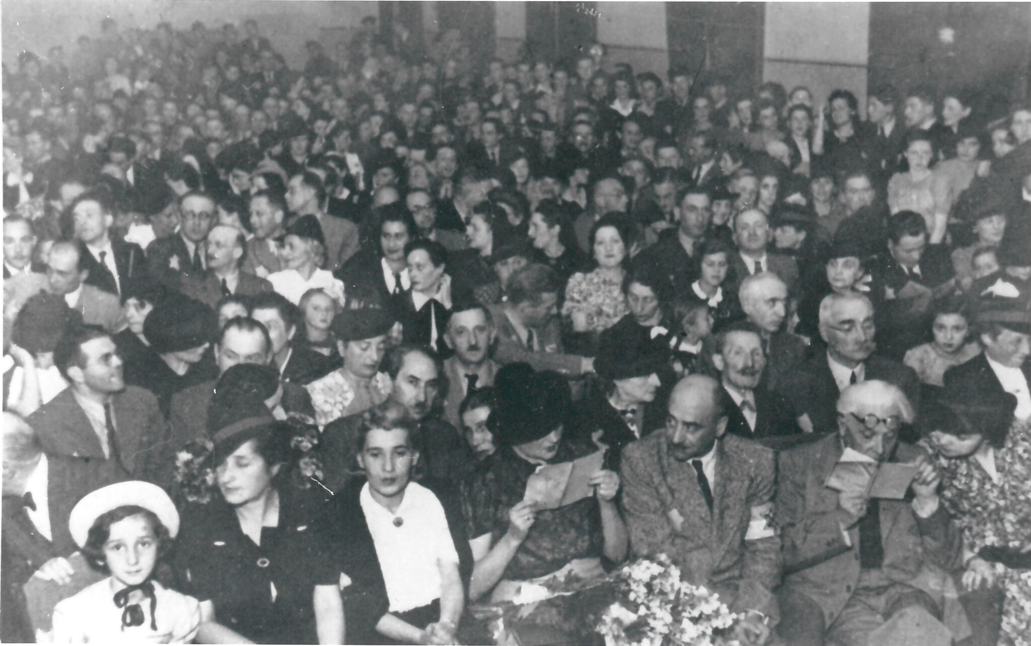 A musical evening in the Łódź Ghetto, circa 1940-1943. (Wiener Holocaust Library Collections)