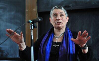 Russian author Lyudmila Ulitskaya meets with readers at the International Book Fair of Hungary, April 24, 2009.  (MTI, Lajos Soos/AP)