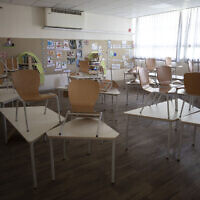 A classroom at an elementary school in Tel Aviv is empty after Israel closed schools ahead of a nationwide lockdown to halt the spread of the coronavirus, September 17, 2020. (AP Photo/Sebastian Scheiner)
