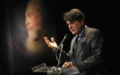 Legendary Iranian singer Mohammad Reza Shajarian delivers a speech at a ceremony commemorating the late musician Parviz Meshkatian in Tehran, Iran, November 11, 2009. (AP Photo/Fars News Agency, Ali Shaigan, File)