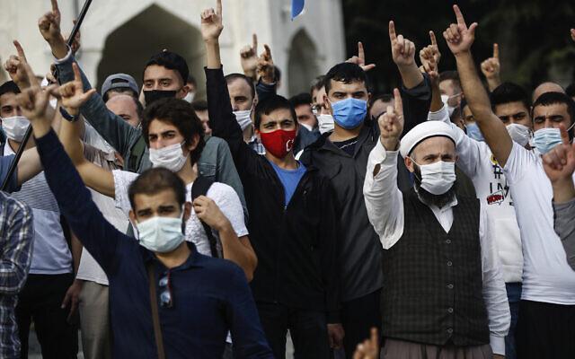 Demonstrators chant slogans during an anti-France protest in Istanbul, October 25, 2020. (AP Photo/Emrah Gurel)