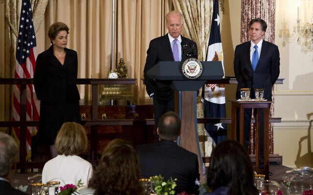 Hosts US Vice President Joe Biden and Deputy Secretary of State Tony Blinken (R), during a luncheon gathering in honor of Brazilian President Dilma Rousseff on June 30, 2015, at the State Department in Washington. (AP/Manuel Balce Ceneta)