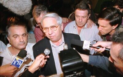 Eitan Haber, standing outside Tel Aviv's Ichilov Hospital, announces the death of prime minister Yitzhak Rabin, Saturday, Nov 4, 1995. Rabin was gunned down by a Jewish extremist following a peace rally in central Tel Aviv earlier that evening. (AP PHOTo/Eyal Warshavsky)
