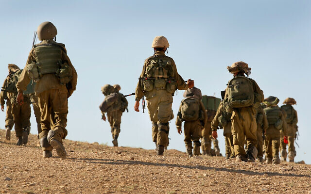 Infantry soldiers from the IDF's Givati Brigade take part in miltiary exercises in southern Israel on June 6, 2012. (Moshe Shai/Flash90)