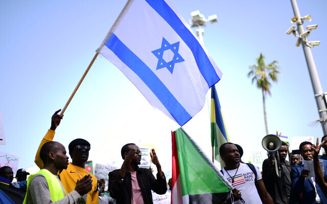 Sudanese demonstrate in support of their people in Sudan, in south Tel Aviv, on April 13, 2019. (Tomer Neuberg/Flash90)