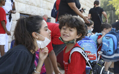 Illustrative: Israeli kids arrive to the school during the start of the new school year in Jerusalem on September 01, 2020. (Yossi Zamir/Flash90)