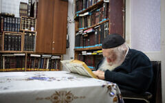 Rabbi Chaim Kanievsky at his home in the central city of Bnei Brak on September 22, 2020. (Aharon Krohn/Flash90)