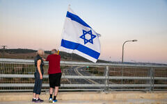 Israelis protest against Prime Minister Benjamin Netanyahu at a bridge in Jezreel Valley on September 26, 2020 (Anat Hermony/Flash90)
