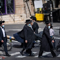 People walk in the ultra-Orthodox neighborhood of Mea Shearim, Jerusalem, October 1, 2020 (Yonatan Sindel/Flash90)