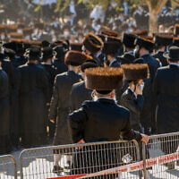 Ultra-Orthodox Jews attend the funeral of Pittsburgh Rebbe Mordechai Leifer in the city of Ashdod on October 5, 2020. (Photo by Flash90)