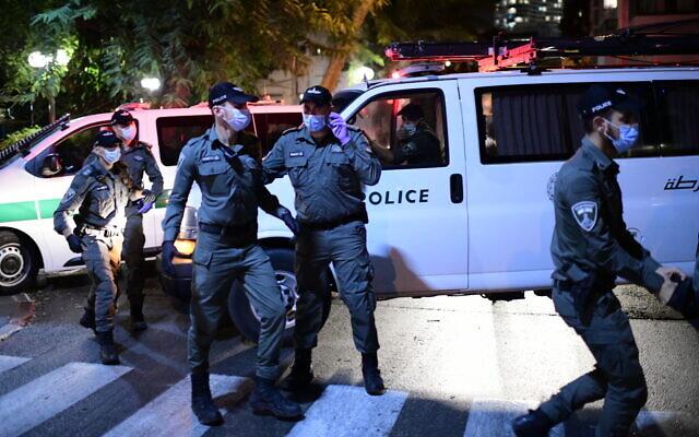 Illustrative: Police at a march in Tel Aviv against Prime Minister Benjamin Netanyahu on October 6, 2020. (Tomer Neuberg/Flash90)
