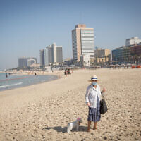 People on the beach in Tel Aviv, during a nationwide lockdown. October 07, 2020. (Miriam Alster/FLASH90)