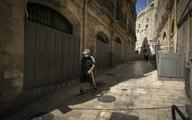 Closed stalls in Jerusalem's Old City on October 12, 2020, during a nationwide lockdown to prevent the spread of COVID-19 (Olivier Fitoussi/Flash90)