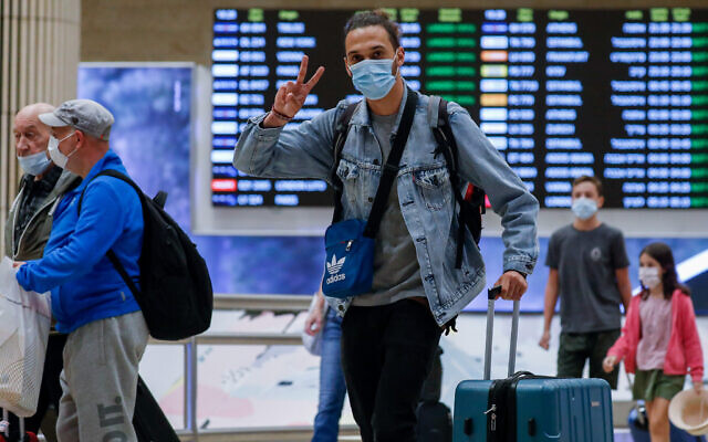 Travelers at the almost empty halls of Ben Gurion International Airport, during a nationwide lockdown, October 12, 2020. (Olivier Fitoussi/FLASH90)