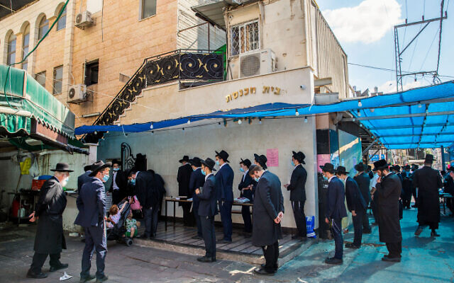 Ultra Orthodox Jews praying outside a synagogue in Bnei Brak on October 14, 2020. (Yossi Aloni/Flash90)