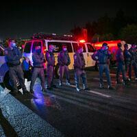 ILLUSTRATIVE -- Police officers during a protest march against Prime Minister Benjamin Netanyahu, in Jerusalem, on October 17, 2020 (Olivier Fitoussi/FLASH90)