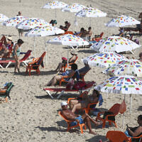 Israelis on the beach in Tel Aviv on October 18, 2020, as lockdown restrictions were eased. (Miriam Alster/FLASH90)