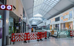 View of closed shops in the Rehovot Mall, on October 19, 2020 (Yossi Aloni/Flash90)
