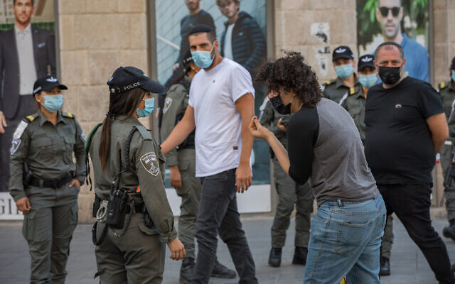 Israeli border police officers patrol on Jaffa Street in downtown Jerusalem on as Israel steps out of coronavirus lockdown and rolls back restrictions on October 21, 2020. (Nati Shohat/Flash90)