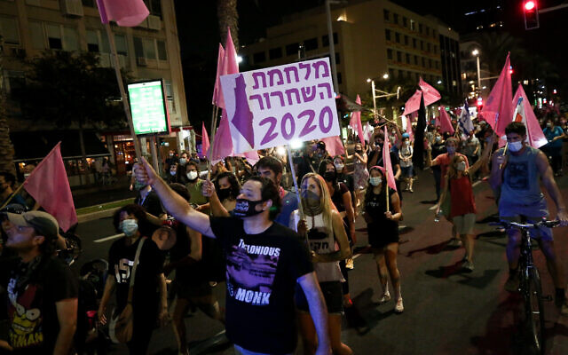 Israelis protest and march against Prime Minister Benjamin Netanyahu in Tel Aviv on October 22, 2020. (Miriam Alster/Flash90)
