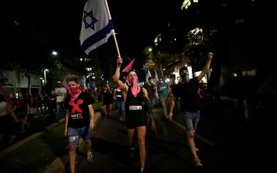 Anti-government protesters march against Prime Minister Benjamin Netanyahu in Tel Aviv on October 22, 2020 (Miriam Alster/Flash90)