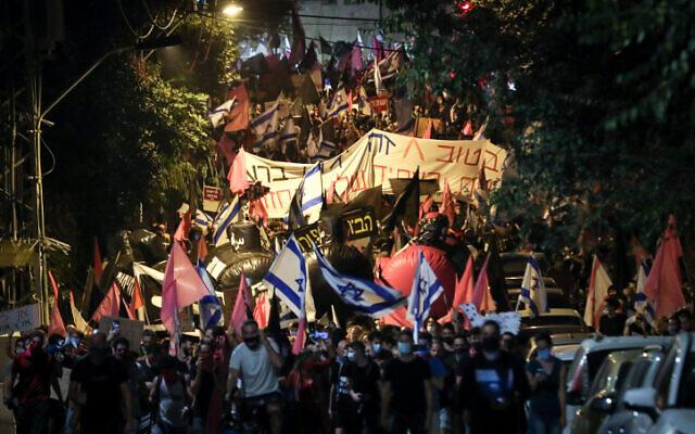 Protests against Prime Minister Benjamin Netanyahu near his official residence in Jerusalem, on October 24, 2020 (Yonatan Sindel/Flash90)