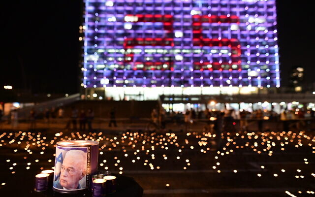 Israelis light 25,000 candles in to commemorate 25 years since the assassination of Prime Minister Yitzhak Rabin, in Tel Aviv's Rabin Square, on October 29, 2020. (Tomer Neuberg/Flash90)