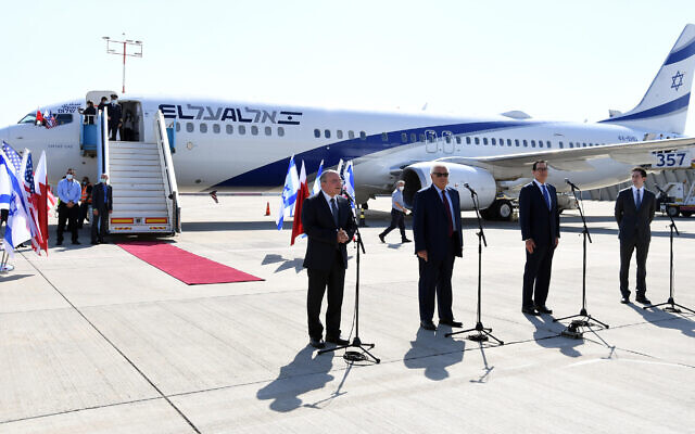 US officials make statements at Ben Gurion Airport ahead of the first direct Israel-Bahrain passenger flight. October 18, 2020 (Haim Tzach/GPO)