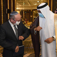 Bahraini Foreign Minister Abdullatif bin Rashid al-Zayani amd Israeli National Security Advisor Meir Ben Shabbat, at the signing ceremony of a peace agreement between Israel and Bahrain, in Manama, October 18, 2020. (Haim Zach / GPO)