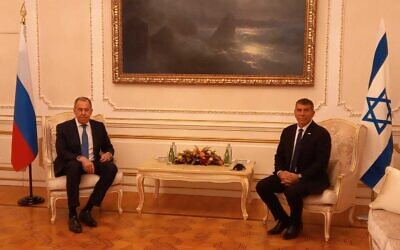 Foreign Minister Gabi Ashkenazi (R) meets his Russian counterpart Sergey Lavrov in Athens, Greece, October 26, 2020. (Foreign Ministry)