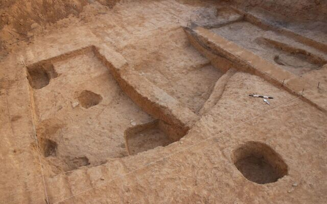 6,500-year-old copper smelting operation at the Neveh Noy neighborhood of Beersheba. (Talia Abulafia/Israel Antiquities Authority)