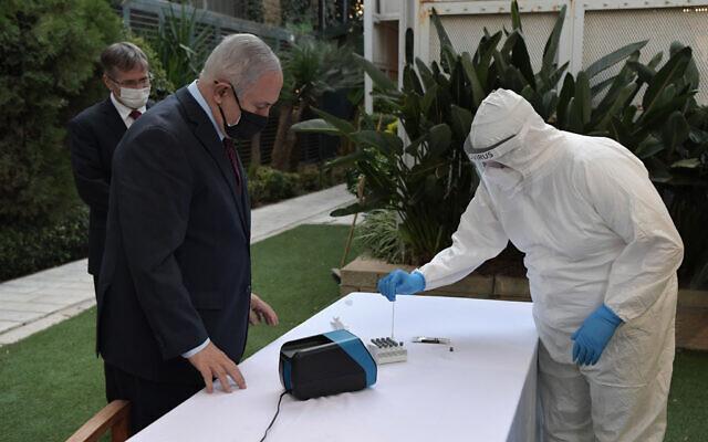 Prime Minister Benjamin Netanyahu (R) taking a 15-minute coronavirus test, October 6, 2020. (Kobi Gideon / GPO)