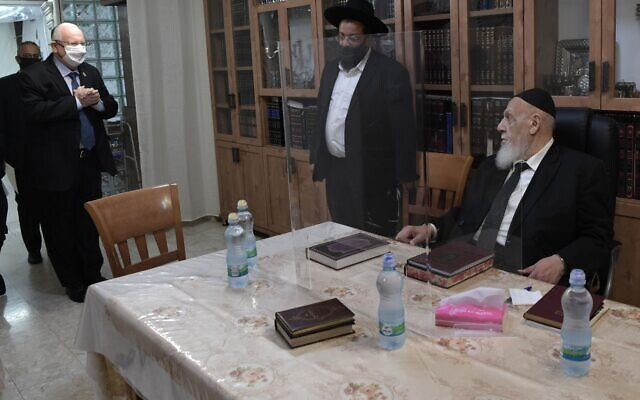 President Reuven Rivlin  (L) makes a visit to the home of Rabbi Shalom Cohen (R) on October 1, 2020 (Koby Gideon/ GPO)